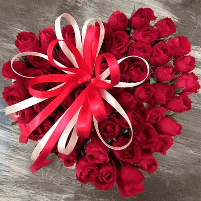 9c6ff7b69da90b Presente Namorada Coração de Mini Rosas Vermelhas